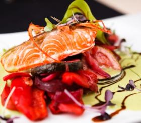 דג בעגבניות ופלפלים צילום: shutterstock